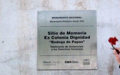 Instalan placa que reconoce a Colonia Dignidad como Monumento Histórico y Sitio de Memoria
