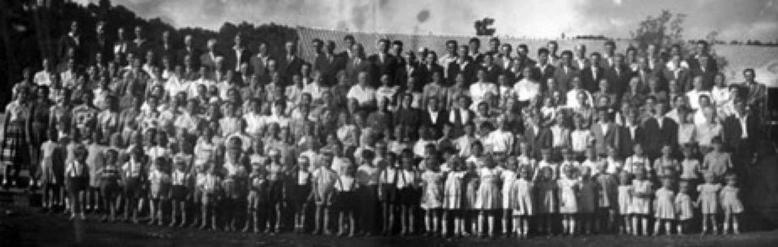 Grupo de colonos de la ex Colonia Dignidad