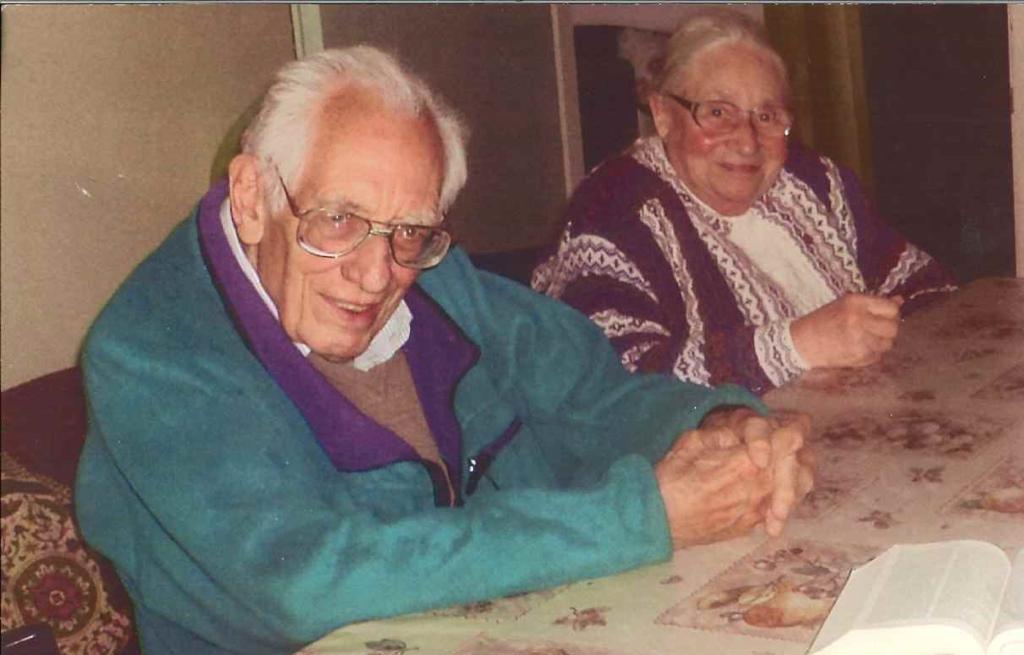 """Gisela Grulke junto a su esposo Gerd Sewald. Grulke dirigió ilegalmente durante varios años el Hospital de Colonia Dignidad. Sewald es quien creó el archivo de """"fichas de Colonia Dignidad"""
